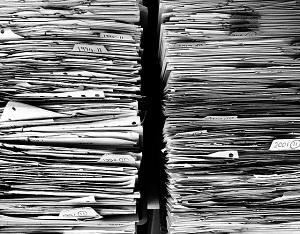 deux piles de papiers